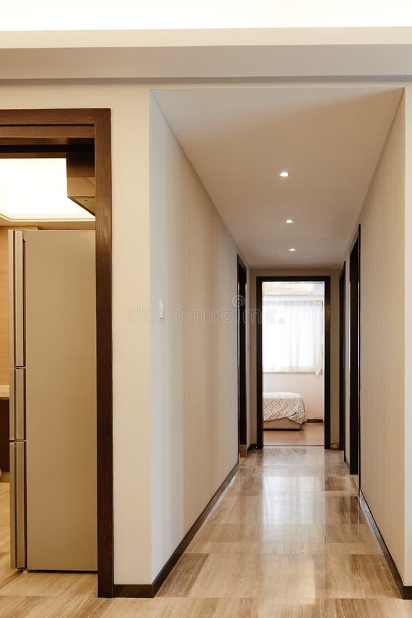 Дверь и прихожая стоковые фотографии rf