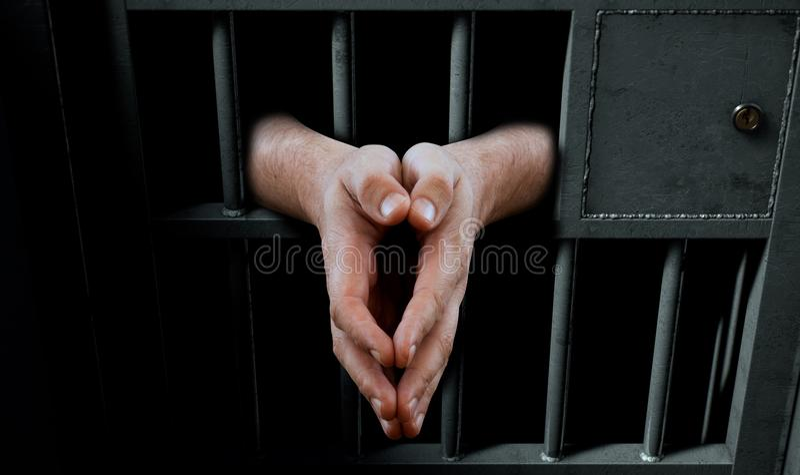 Дверь и руки тюремной камеры иллюстрация вектора