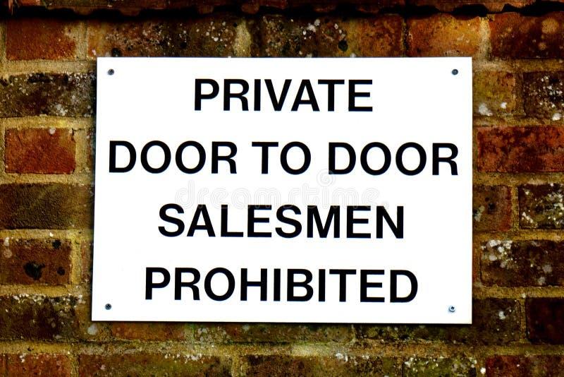 Дверь к знаку продавцов двери запрещенному стоковые фотографии rf