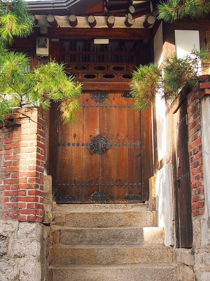 Дверь на Корее стоковые фотографии rf