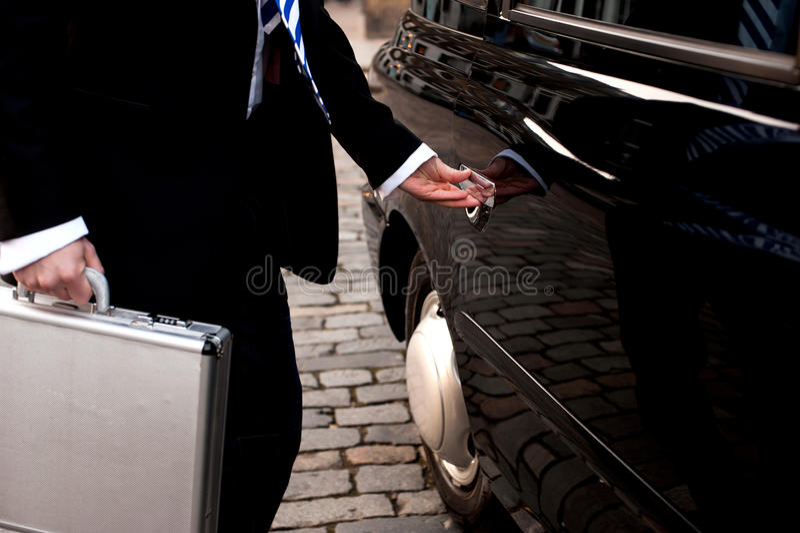 Дверь отверстия человека такси стоковое изображение rf