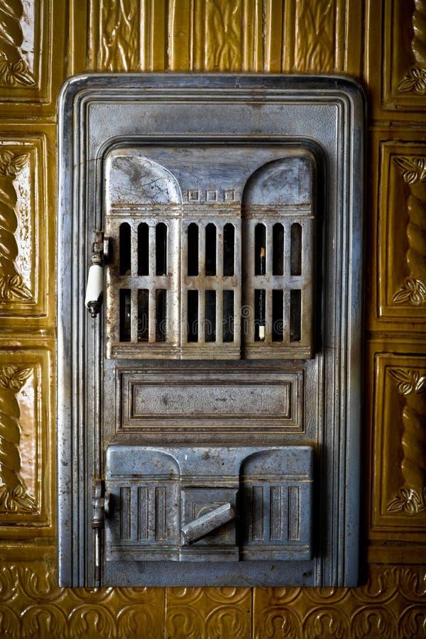 Дверь печки год сбора винограда стоковое фото rf
