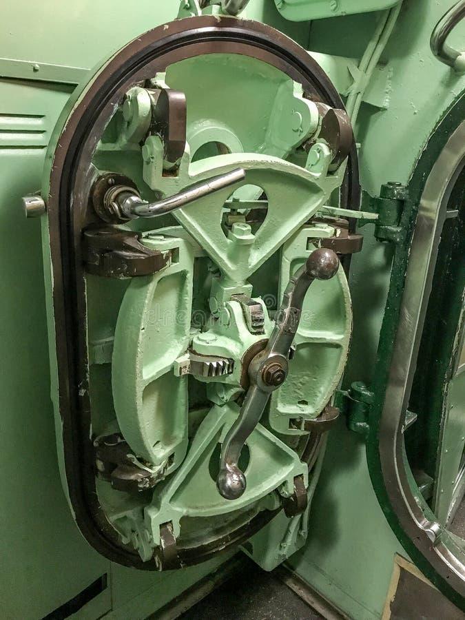 Дверь подводной лодки стоковая фотография