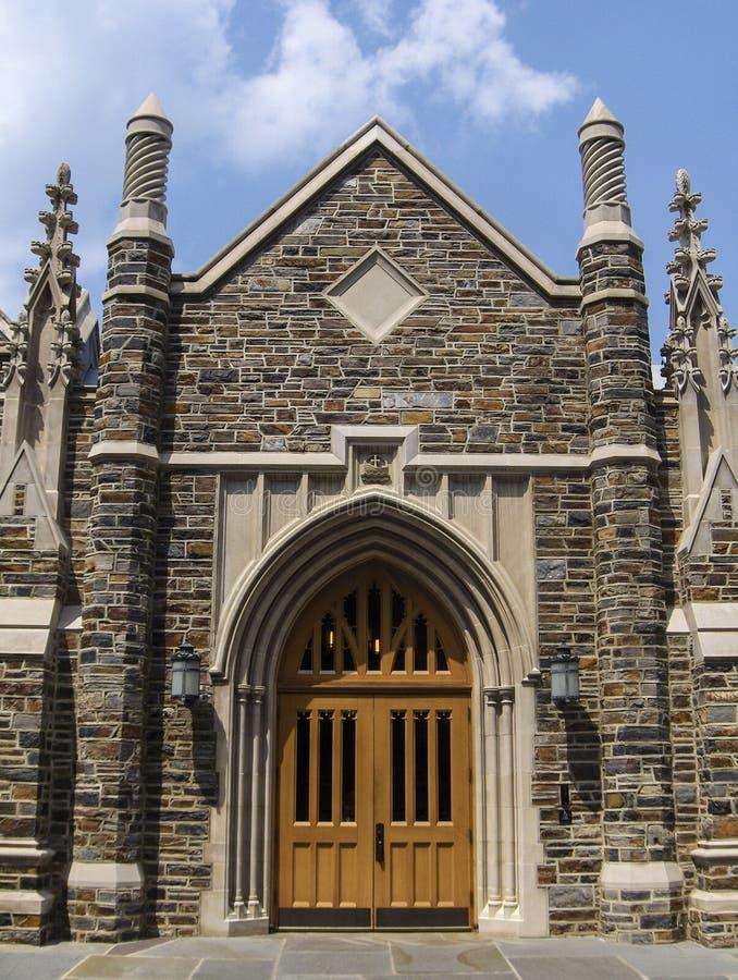 Download Дверь собора стоковое изображение. изображение насчитывающей камень - 40585241