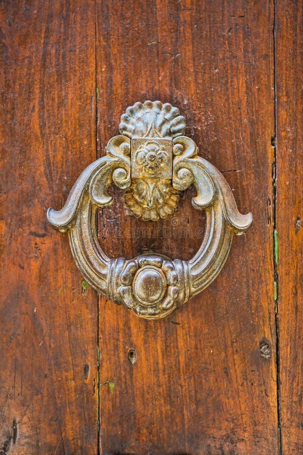 Дверь с knocker металла стоковые изображения rf