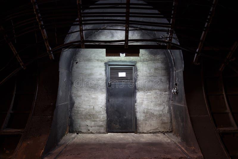 Дверь черного листового железа стоковая фотография rf