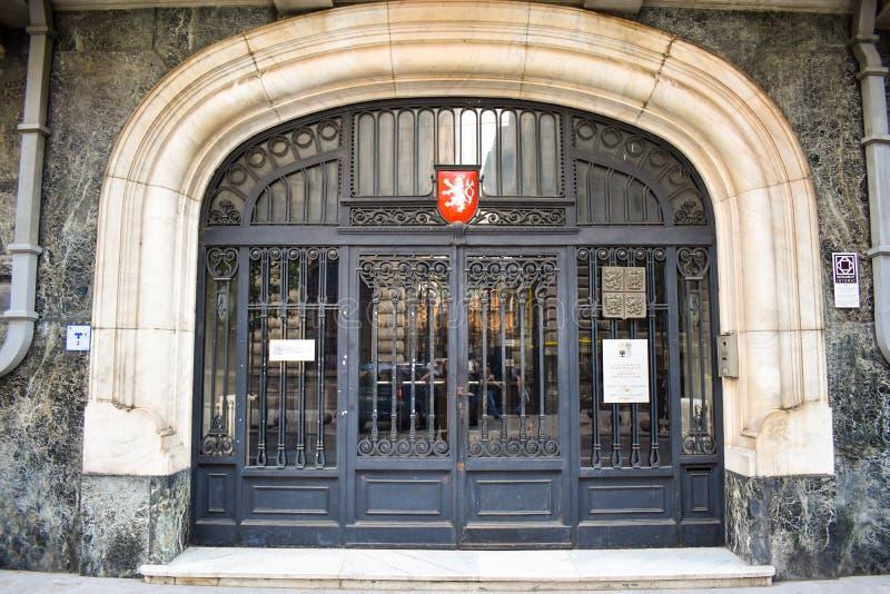 Дверь чехословакского посольства в центре города Бухареста историческом Бухарест, Румыния - 20 054 2019 стоковые изображения