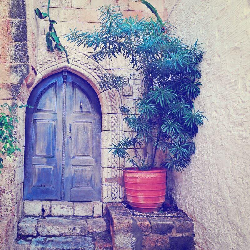 Download Дверь стоковое изображение. изображение насчитывающей флористическо - 41658879
