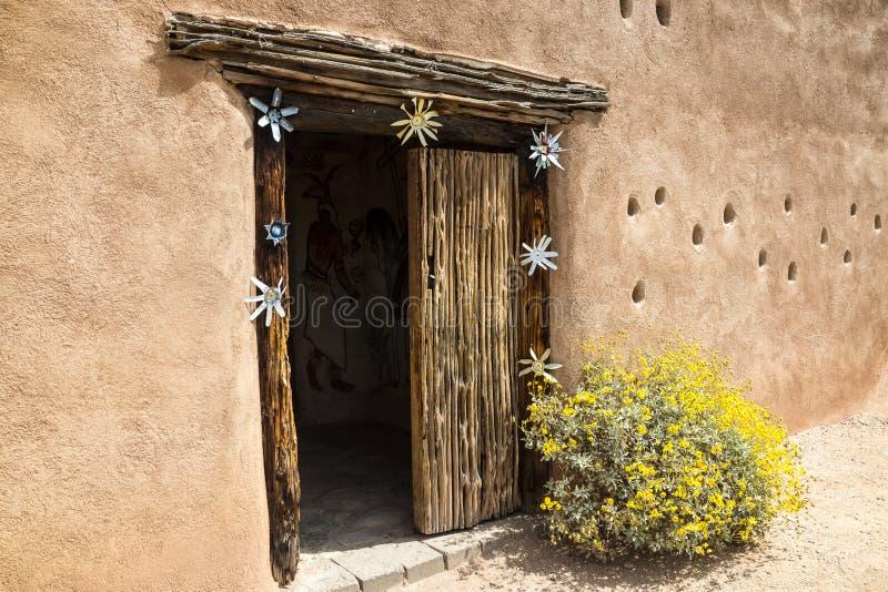Дверь Adobe стоковые фото
