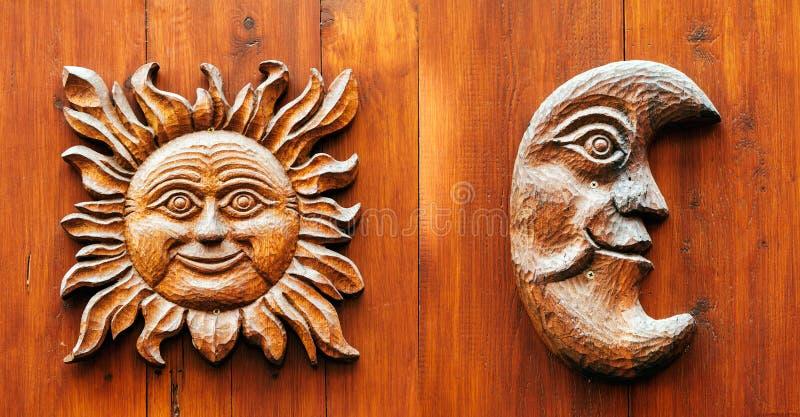 Дверь Ancinet с луной и Солнце смотрят на стоковое изображение rf