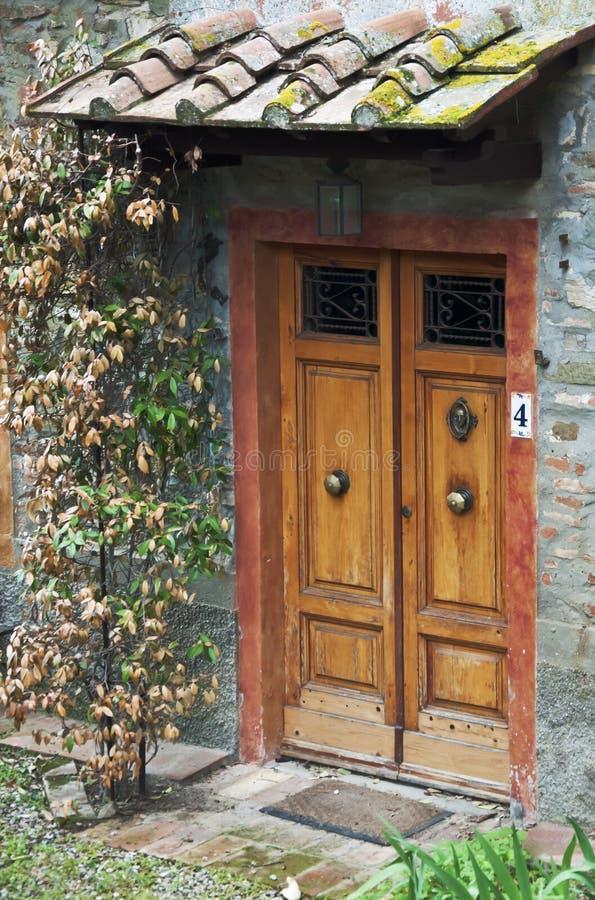 дверь tuscan стоковое изображение rf