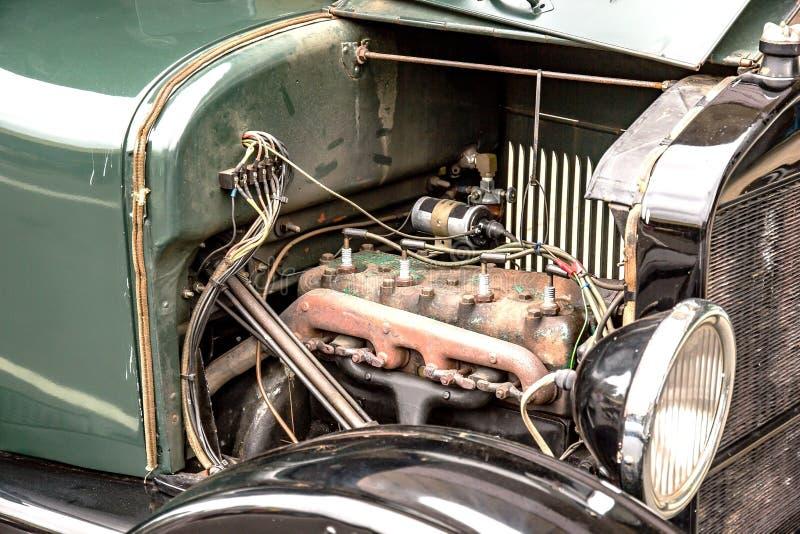 двигатель автомобиля старый стоковые изображения rf