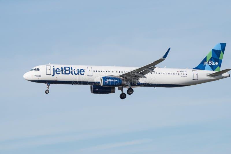 Двигатель аэробуса JetBlue причаливая LAX для приземляться стоковые изображения