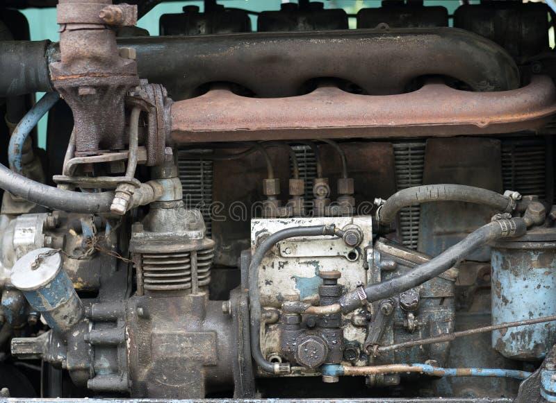 Двигатель дизеля старого трактора стоковые изображения rf
