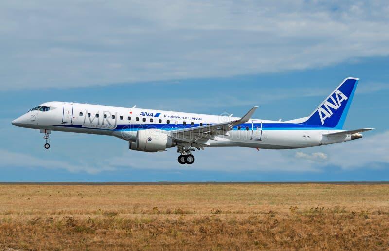 Двигатель MRJ90 Мицубиси региональный в ливрее All Nippon Airways АНАА стоковое изображение rf