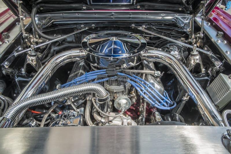 Download Двигатель хрома стоковое фото. изображение насчитывающей воскресенье - 41657428