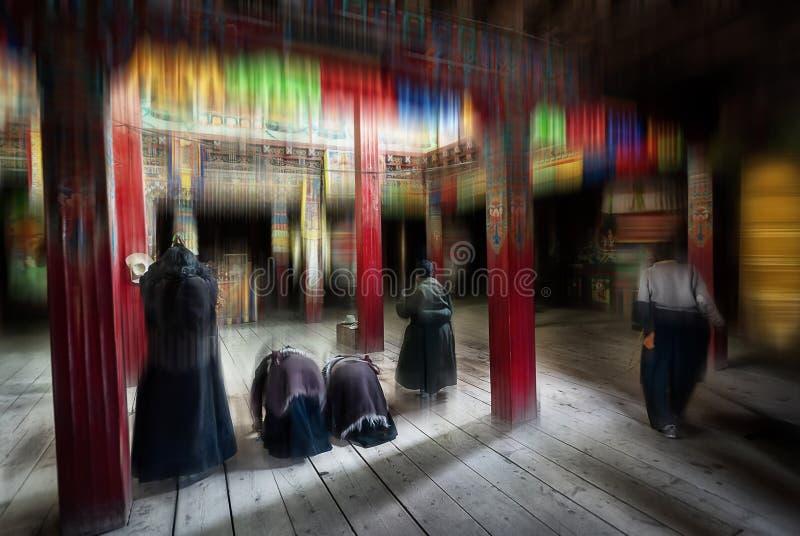 Двигая пейзаж нерезкости тибетских буддийских паломников стоковое изображение