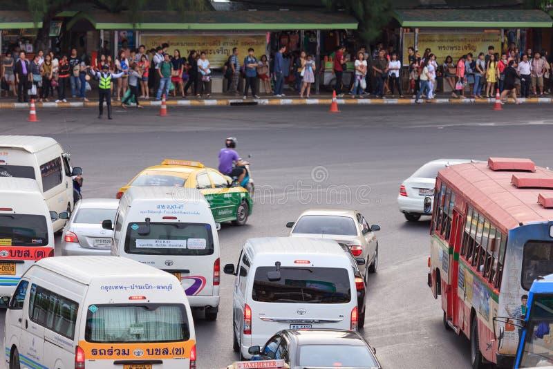 Движение Бангкока на памятнике победы стоковые фото