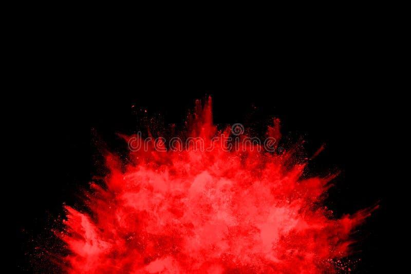 Движение замораживания красного порошка взрывая, изолированное на белой предпосылке Абстрактный дизайн красного облака пыли стоковые фото