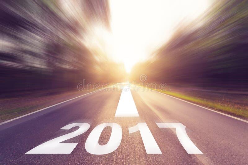 Движение запачкало пустую дорогу асфальта и концепцию 2017 Нового Года стоковое изображение rf