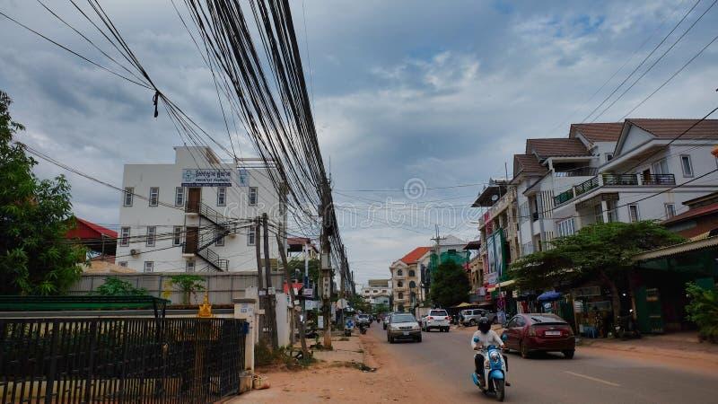 Движение на улицах азиатского города, пасмурная погода стоковая фотография rf