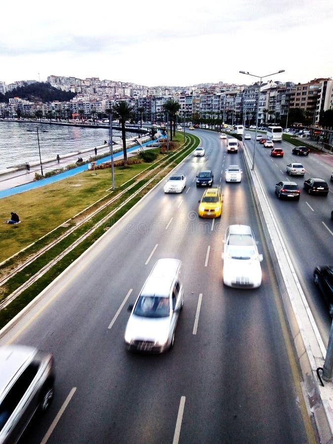 Движение на улице взморья в Izmir Турции стоковые изображения rf