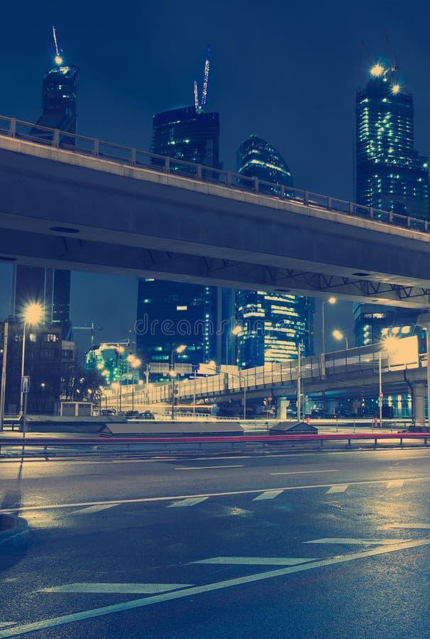 Движение небоскребов до конца городское стоковая фотография