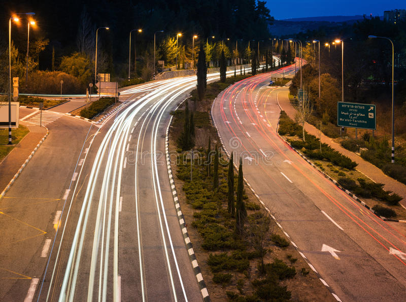 Движение шоссе в сумерк стоковые фотографии rf