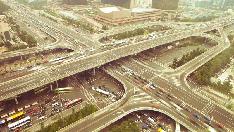 Движение whti моста на ноче стоковые фото