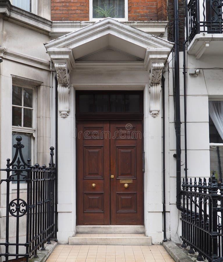 Двойная деревянная дверь стоковое изображение