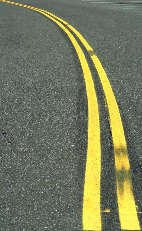 Двойная желтая линия стоковые фотографии rf