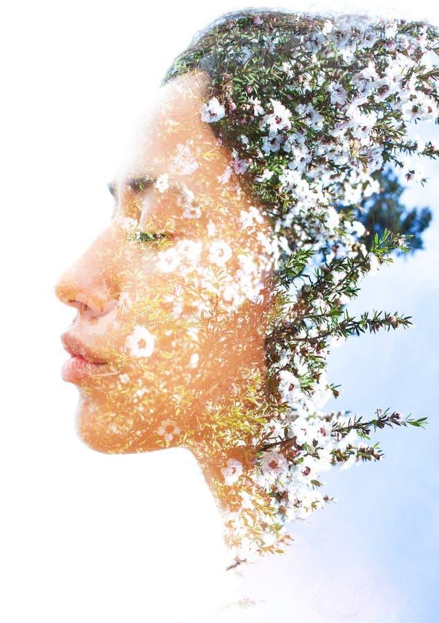 Download Двойная экспозиция молодой естественной красоты с сильным сексуальным Featu Стоковое Фото - изображение: 104884608