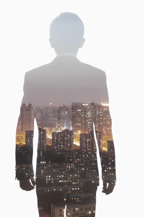 Двойная экспозиция молодого бизнесмена и горизонт Шанхая, Китая стоковые изображения