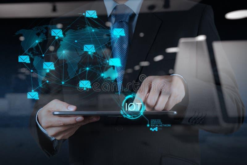 Двойная экспозиция руки показывая интернет вещей (IoT) стоковые фотографии rf