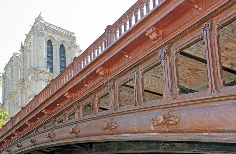 Двойник Pont (двойной мост) в Париже, взгляде детали (Франция) стоковое изображение rf