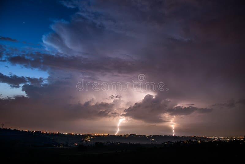 Двойной гром в ноче стоковое изображение rf