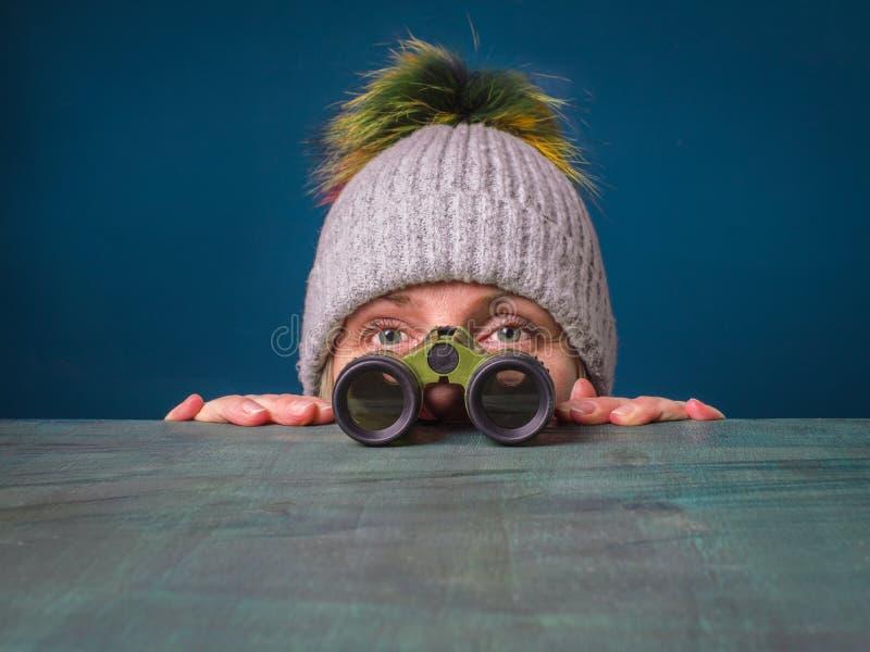 Двойной пристальный взгляд женщины Близкое замечание стоковые фотографии rf