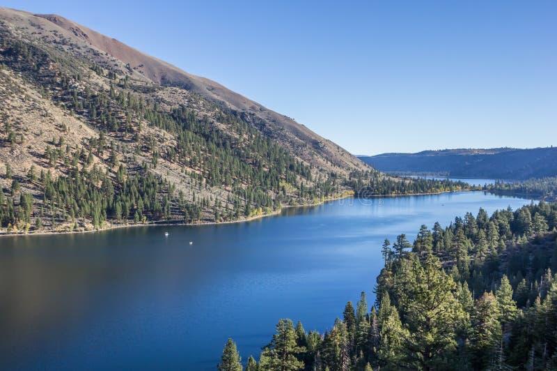 Двойные озера около Бриджпорта, Калифорния стоковые фото
