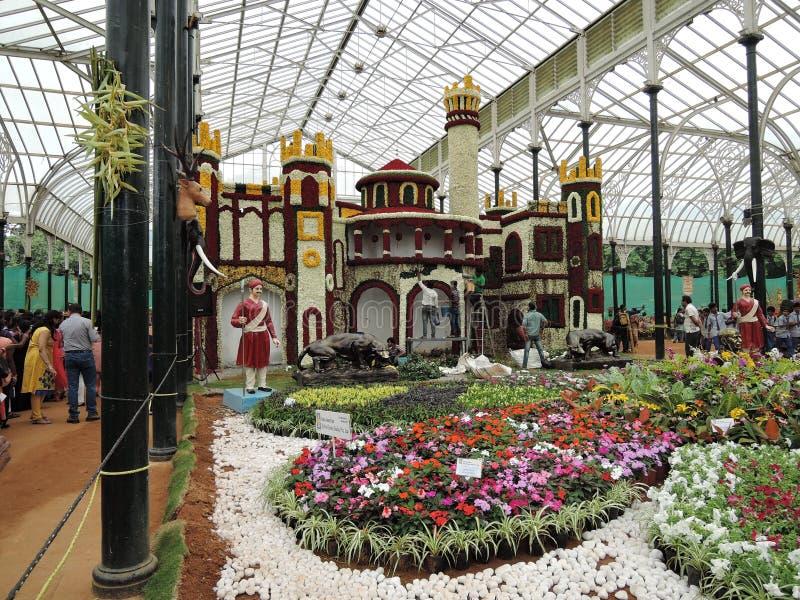 Дворец Бангалора сделанный из цветков стоковое изображение rf