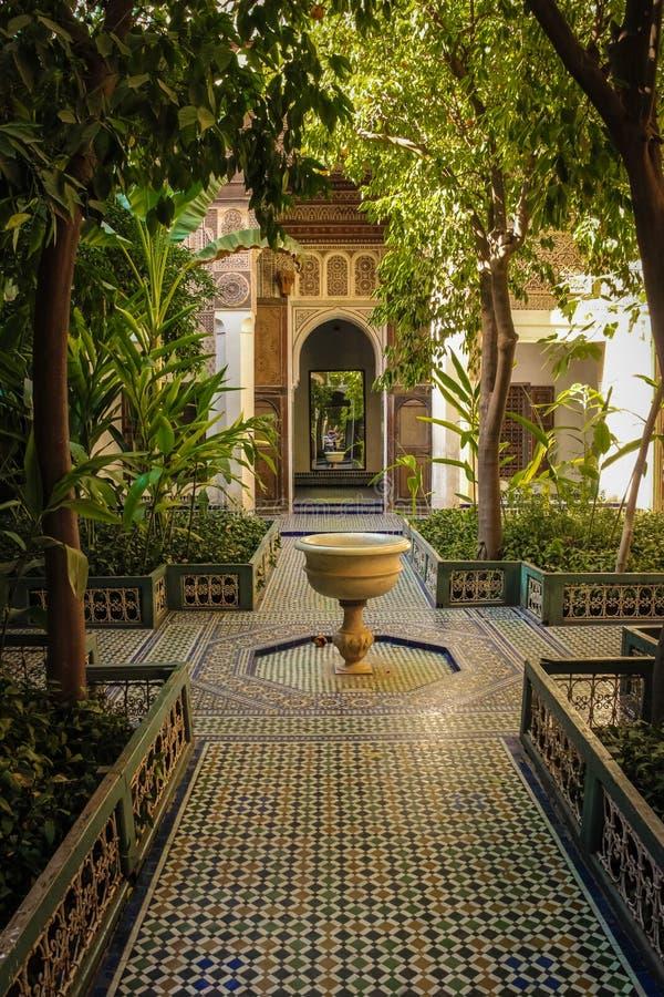 Дворец Бахи внутренний ярд marrakesh Марокко стоковые изображения rf