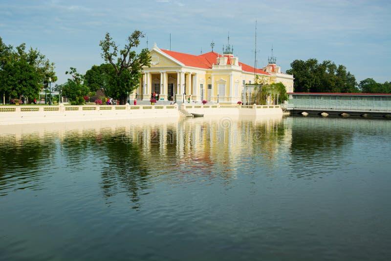 Дворец боли челки королевский в провинции Ayutthaya, Таиланде стоковая фотография rf