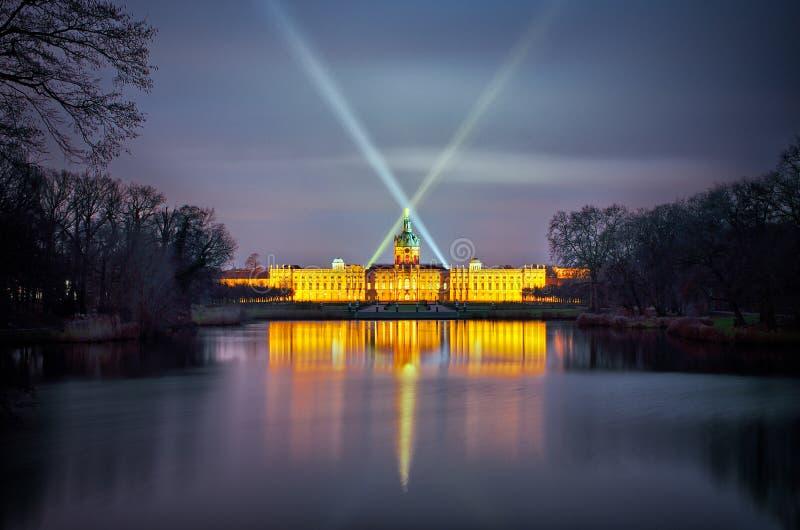 Дворец в ноче, Берлин Charlottenburg, Германия стоковое изображение rf