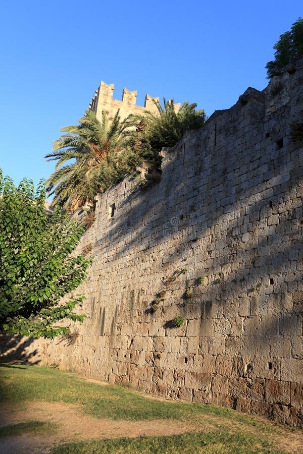 Дворец в средневековом городке стоковая фотография