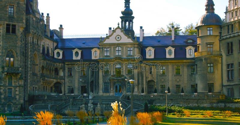 Дворец в Polna - красивом саде дворца - место для того чтобы погулять - январь 2019 стоковое фото rf