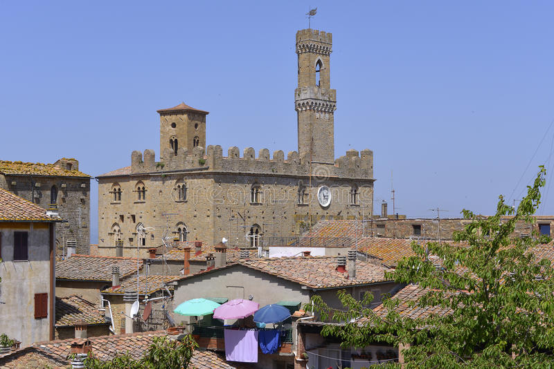 Дворец на Volterra в Италии стоковые изображения rf