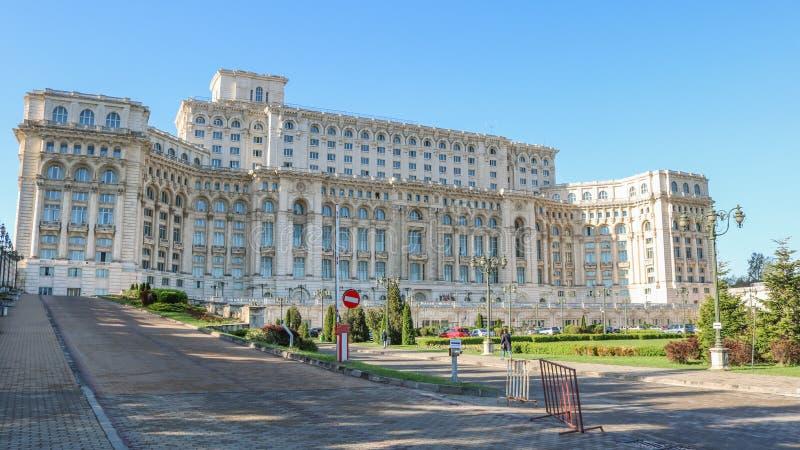 Дворец парламента, Palatul Parlamentului, в Бухаресте Румынии Апрель 2018 стоковая фотография rf