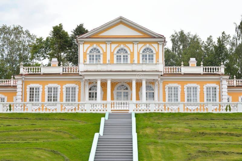Дворец перемещения императора Питера большой стоковые фотографии rf