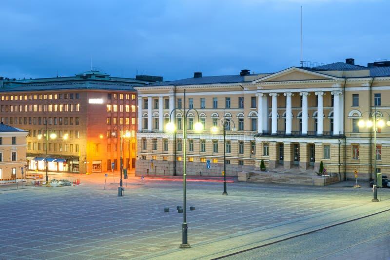 Дворец правительства на ноче стоковая фотография rf