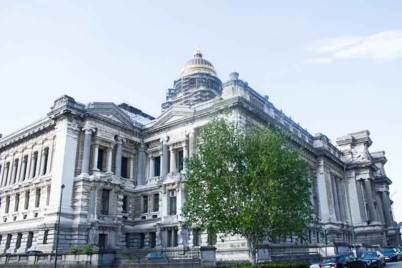 Дворец правосудия Брюсселя, запад и южные фронты стоковые изображения rf