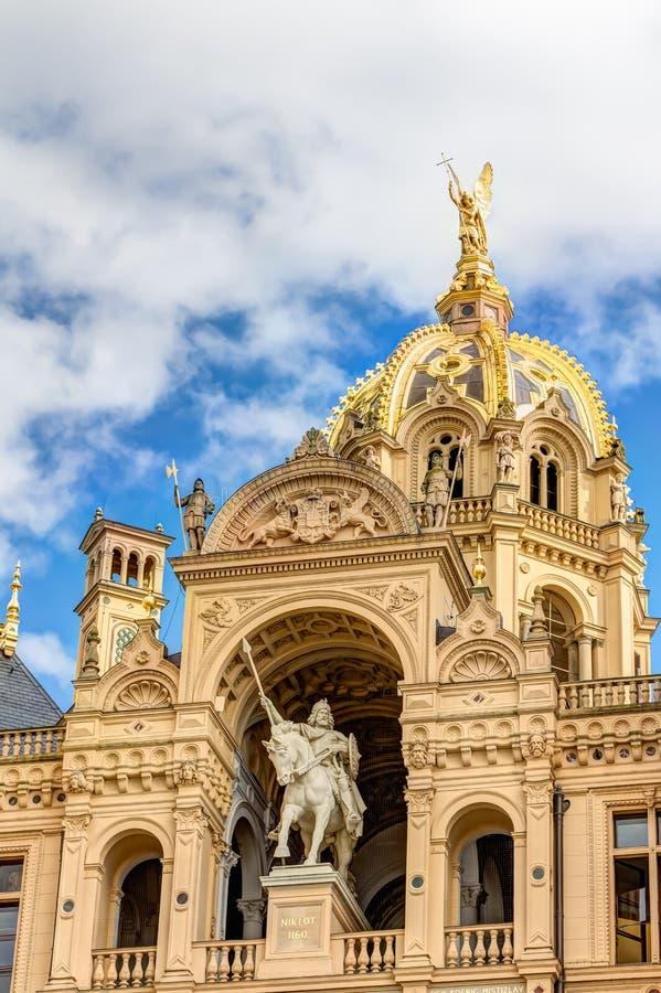 Дворец Шверина в романтичном стиле архитектуры Historicism стоковое изображение rf